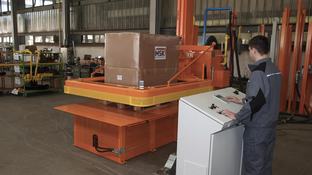 MSK Lightech - semi-automatic shrink wrapping system. Shrinking pallets for professional transport packaging